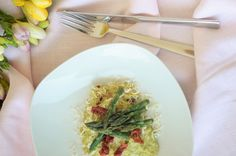 #spargeln #risotto #reis #frühling Spaghetti, Cakes, Ethnic Recipes, Kitchen, Food, Dried Tomatoes, Cooking, Cake Makers, Kuchen