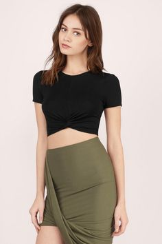 The Knotted Up Crop Tee is not your basic crop top. This classic piece is made from a stretchy knit fabric and features a cool knot detail at the front. We love it with a high waisted midi skirt and chunky wedges.