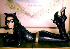 I found this picture once and thought it was awesome. You don't see much about the Lee Meriwether Catwoman, but I thought she was way better than Julie Newmar or Ertha Kitt. Catwoman Cosplay, Batman Et Catwoman, Cosplay Gatúbela, Batman 1966, Im Batman, Batgirl, Superman, Catwoman Suit, Original Catwoman