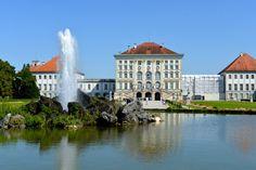 Eine gepflegtes Anwesen mit großer Grünanlage Bavaria, Munich, Germany, Mansions, House Styles, Traveling, Pictures, Beautiful Life, Viajes