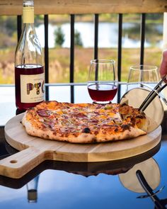 Keeping the weekend vibes going! 🍕🍷 Pizza, straight out of the outdoor oven, with hot Portuguese Chorizo, marinated onions, bell peppers and Piri Piri olives. Served with a chilled red, while we dined al fresco. #bringonsummer Piri Piri, Outdoor Oven, Weekend Vibes, Chorizo, Olives, Portuguese, Fresco, Vegetable Pizza, Onion