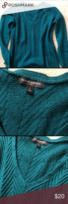 Banana Size S Sweater!  Excellent condition! Small Cable Knit Sweater!  Super comfortable, Excellent condition!! Banana Republic Sweaters V-Necks