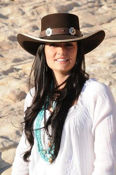 Women's Country Fashion Inspirations - The Xerxes Cowgirl Chic, Cowgirl Mode, Estilo Cowgirl, Sexy Cowgirl, Cowgirl Style, Western Style, Cowgirl Tuff, Felt Cowboy Hats, Cowgirl Hats