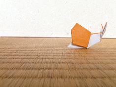 Sneal, designed by Yukihiko Matsuno, folded by Teru Kutsuna. 「カタツムリ」松野幸彦創作。沓名輝政製作。
