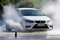 Beim Fahrsicherheitstraining zeigen die Gewinner und der neue SEAT Leon CUPRA  was in ihnen steckt.