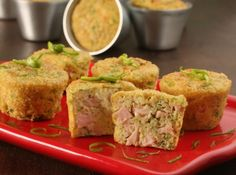 Muffins de Peito de Peru com Abobrinha - Veja mais em: http://www.cybercook.com.br/receita-de-muffins-de-peito-de-peru-com-abobrinha.html?codigo=116861