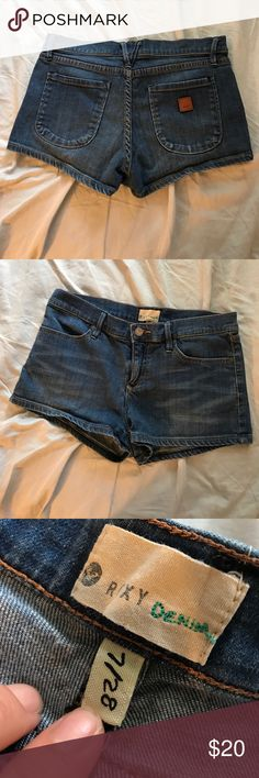 Roxy Shorts Great condition, only worn 3 times Roxy Shorts Jean Shorts