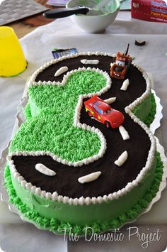 Simple step by step instructions for decorating a Cars cake