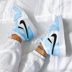 Cute Nike Shoes, Cute Nikes, Nike Air Shoes, Nike Shoes For Women, Nike Jordans Women, Nike Shoes Blue, Women Nike, Retro Nike Shoes, Colorful Nike Shoes