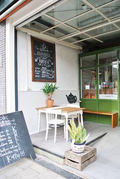 My Attic: Hotspot Koffie Leute Utrecht Bistro Restaurant, Cafe Bistro, Cafe Bar, Utrecht, Ideas Cafe, Lunch Room, Cafe Interior Design, Cafe Style, Small Cafe