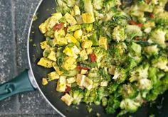 Tofu al verde - con broccoli e pomodori secchi