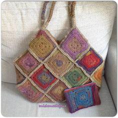 Lana e colori per questa granny bag con pochette