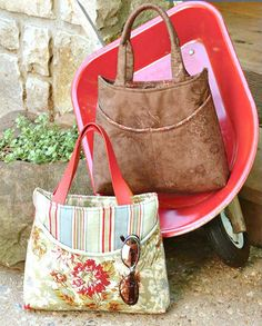 A cute compact bucket-style bag to sew for carrying your daily essentials designed by Kathy Fernholz.