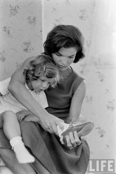 Caroline Kennedy and Jackie Kennedy, 1960.Photographer: Alfred Eisenstaedt. Life Magazine Archive.
