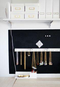Organizar los collares en un colgador tipo perchero: visual y fácil!