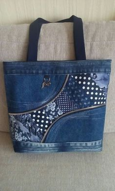Billedresultat for bolso denim reciclado Upcycled Jeans and Zipper Tote Loving this bag All purpose cotton bags these beautiful unbleached cotton potli bags can be used for a variety of purposes Denim Tote Bags, Denim Handbags, Diy Denim Purse, Patchwork Bags, Quilted Bag, Patchwork Quilting, Bag Quilt, Old Jeans, Denim Bags From Jeans