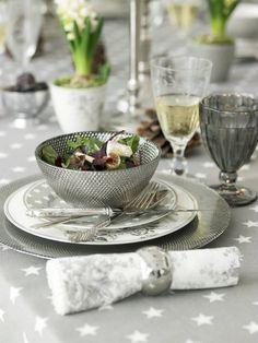 plata en la mesa
