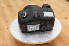 I wanted to share with you how to make a camera cake ! I made this cake for my friend Si& birthday. His lovely girlfriend Wendy d. Easy Cake Decorating, Cake Decorating Tutorials, Teacher Birthday Cake, Birthday Cakes, Birthday Ideas, Best Moist Chocolate Cake, Camera Cakes, Making Whipped Cream, Pound Cake