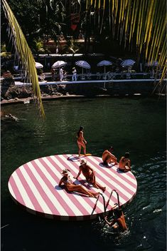 Bathers at La Concha Beach Club, Acapulco, Mexico, February (Photo by Slim Aarons/Hulton Archive/Getty Images)Image provided by Getty Images. Slim Aarons, Rencontres Photo Arles, Wanderlust Travel, Beach Club, Beach Trip, Beach Travel, Summer Vibes, Travel Inspiration, Style Inspiration