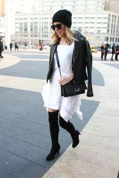 New York Fashion Week street style. [Photo by Robert Mitra] - love her shoes! New York Fashion Week Street Style, Nyfw Street Style, Looks Street Style, Street Chic, Street Style Women, Dope Fashion, Fashion News, Fashion Outfits, Style Fashion
