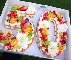 Celebra la edad más bella del mundo con el pastel más hermoso del mundo... Pasta de almendra crujiente, crema de vainilla y fruta... - bar__daskalo - Angel Encantador - Google+