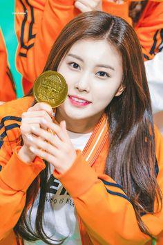 190107 MBC Idol Star Athletics Championships - 2019 New Year 설특집 아육대) Lee Sung Kyung, Yu Jin, Japanese Girl Group, Kim Min, Extended Play, The Wiz, Pop Group, Girly Girl, Kpop Girls