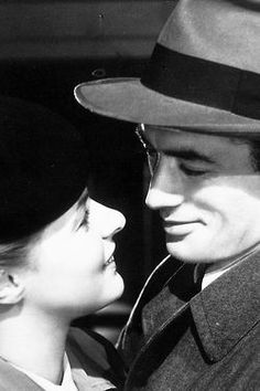 """Ingrid Bergman and Gregory Peck in """"Spellbound.""""a 1945 American psychological mystery thriller film directed by Alfred Hitchcock. Hollywood Actor, Golden Age Of Hollywood, Vintage Hollywood, Hollywood Stars, Classic Hollywood, Gregory Peck, Ingrid Bergman, Alfred Hitchcock, Romantic Couples"""