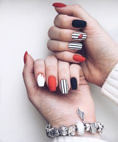 Nail art Christmas - the festive spirit on the nails. Over 70 creative ideas and tutorials - My Nails Elegant Nail Designs, Elegant Nails, Nail Designs Spring, Spring Design, Cute Acrylic Nails, Matte Nails, Red Nails, Super Nails, Nagel Gel