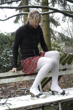 Tips for Buying Tights, Pantyhose and Other Legwear Online Pantyhose Outfits, Pantyhose Legs, Thigh High Leggings, Socks Outfit, Clogs, Unisex Fashion, Womens Fashion, Wool Tights, Snow Girl