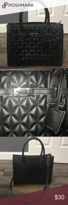 Nine West black bag Nine West, black bag. Barely used in great condition! Make me an offer ☺️ Nine West Bags Totes