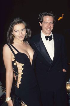 """Elizabeth Hurley and Hugh Grant at the premiere of """"Four Weddings and a Funeral"""". - Elizabeth Hurley and Hugh Grant at the premiere of """"Four Weddings and a Funeral"""" Gianni Versace - Elizabeth Hurley Hugh Grant, Elizabeth Taylor, Celebrity Couples, Celebrity Style, Celebrity News, Celebrity Jewelry, Brad Pitt And Jennifer, Versace Dress, Trending Today"""