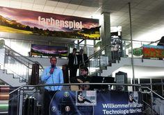 """Fotoausstellung """"farbenspiel"""" eröffnet München, 21.5. – Mit einer Vernissage hat das Ford Automobilforum AHG in Berg-am-Laim die Ausstellung des Fotokünstlers Tom Kintscher eröffnet, die noch bis 31. Juli dort zu besichtigen sein wird. Kintscher ist Preisträger des """"200 Best Ad Photographers worldwide 2014/15"""" und bereits nominiert für den Nachfolge-Award."""
