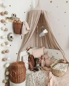 Sweet Vintage Bedroom Ideas to Make Full Happy Childhood Simply take the opportunity to speak with your partner about various tips that you would both enjoy and be comfortable with. Search for simple suggest. Baby Bedroom, Nursery Room, Girls Bedroom, Bedroom Decor, Bedroom Ideas, Baby Rooms, Child's Room, Baby Playroom, Playroom Decor
