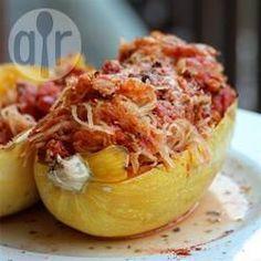 Spaghetti Kürbis Auflauf - Für diese vegetarische Beilage wird Spaghettikürbis mit Tomaten, frischen Kräutern und Parmesan im Ofen überbacken.@ de.allrecipes.com