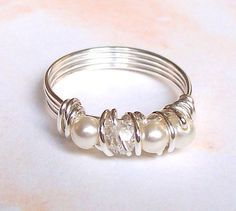 Jewelry Making DIY ring. Easy to make- sterling silver ring or rings, pearls or any other beads or stones, and thicker craft wire. Beaded Jewelry, Handmade Jewelry, Diy Wire Jewelry Rings, Yoga Jewelry, Beaded Rings, Women's Jewelry, Pearl Jewelry, Bijoux Fil Aluminium, Jewelry Accessories