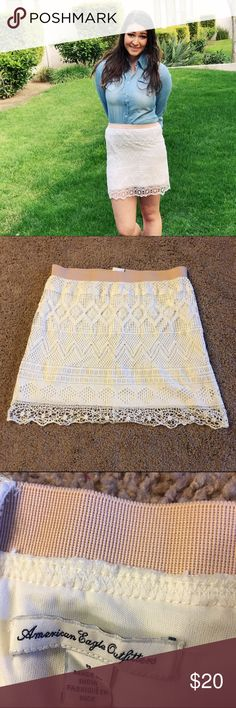 🕊AE lace skirt🕊 Super cute American Eagle stretch skirt! Stretchy band on top, with a working zipper in the back. Never before worn. The color is a little off-whitish lace. True to size! About 17-18 inches long. American Eagle Outfitters Skirts Mini