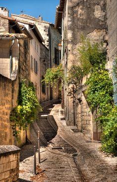 Zien in de Provence, Frankrijk tijdens je roadtrip: het dorpje Uzes.