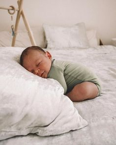 Exceptional baby nursery information are offered on our internet site. Take a look and you wont be sorry you did. Cute Baby Pictures, Newborn Pictures, Baby Outfits, Baby Shooting, Foto Baby, Baby Blog, Baby Family, Baby Kind, Future Baby