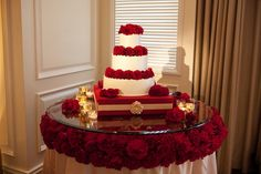 lighted cake table | Light up the wedding cake by putting the small accent lights around ...