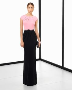 Long two-tone crepe knit cocktail dress with beaded belt. Available in pink/black, pink/navy blue, pink/smoke and green/black. Pink Smoke, Rosa Pink, Yes To The Dress, Bridesmaid Dresses, Wedding Dresses, Evening Gowns, Marie, Ideias Fashion, High Waisted Skirt