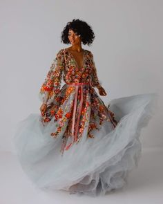 Wispy feathers and crystal beads are on the rise amongst wedding dress embellishments, but I have to - Mode- nachtischohnekochen Colored Wedding Dresses, Dream Wedding Dresses, Bridal Dresses, Bridesmaid Dresses, Prom Dresses, Tulle Wedding, Floral Wedding, Pretty Dresses, Beautiful Dresses