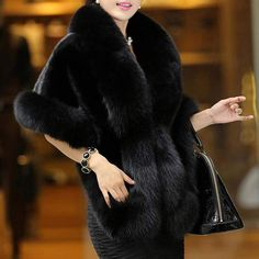 Not only you will look fantastically well but you'll feel better with this thick shawl in cold winter days. Faux Fur Wrap, Faux Fur Collar, Fur Collars, Fur Coat Fashion, Stylish Coat, Vintage Inspired Fashion, Winter Coat, Types Of Sleeves, Clothes For Women