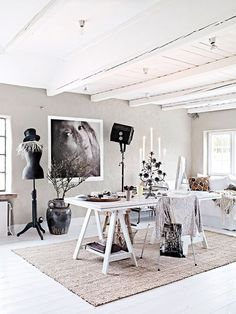 When it comes to modern traditional fusion, this Minnesota home nails it. Step inside and see how the designer Bria Hammel transformed this interior Home Office Decor, Office Furniture, Modern Furniture, Home Decor, Ikea Office, Pipe Furniture, Furniture Vintage, Furniture Design, Bureau Simple