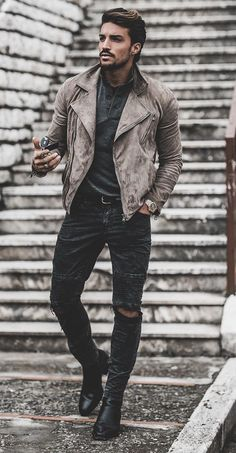 Outfit Style – Casual street style outfits for young guys Our Most Favourite Look – Light Blue Jeans + White Crew Neck T-shirt + Black Bomber Jacket Pullover Outfit, Oversized Sweater Outfit, Sweater Outfits, Stylish Mens Outfits, Casual Outfits, Men Casual, Rugged Style, Mode Outfits, Fashion Outfits