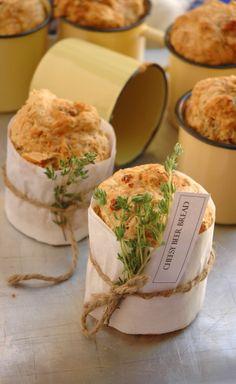 Cheesy pan de cerveza Hace 1 pan o 6 paneles Individuales Ingredientes 500 g de harina 500 ml de Con Fondos de cerveza de 250 ml de queso cheddar ma ...