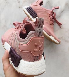 adidas Originals NMD in pink/rosa // Foto: jollindha - Mika - Damenschuhe Moda Sneakers, Sneakers Adidas, Shoes Sneakers, Trendy Shoes, Cute Shoes, Me Too Shoes, Adidas Nmd, Sneakers Fashion Outfits, Fashion Shoes