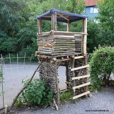 1 Stelzenhaus fue kinder selber bauen Build a stilt house fue children themselves Backyard Fort, Backyard Playground, Backyard For Kids, Modern Playground, Natural Playground, Tree Hut, Playhouse Outdoor, Pallet Playhouse, House On Stilts