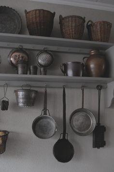 Copper pots in my kitchen keukenrek met ouder koper vertinde pannen