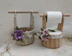 icu ~ See how to make a basket of jute with your own hands. ~ See how to make a basket of jute with your own hands. Paper Doll Making, Paper Basket Weaving, Paper Beads Tutorial, Wine Glass Candle Holder, Home Crafts, Diy Crafts, Doll Making Tutorials, Diy Gift Baskets, Plastic Bottle Crafts
