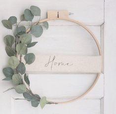 Eucalyptus Embroidery Hoop Wreath // Spring Wreath // Custom Wreath // Wall Decoration // Wall Art // Front Door Wreath // Wedding Decoration Informations About Eukalyptus Stickrahmen Kranz / / Frühli Front Door Decor, Wreaths For Front Door, Door Wreaths, Diy Wreath, Yarn Wreaths, Ribbon Wreaths, Tulle Wreath, Floral Wreaths, Burlap Wreaths
